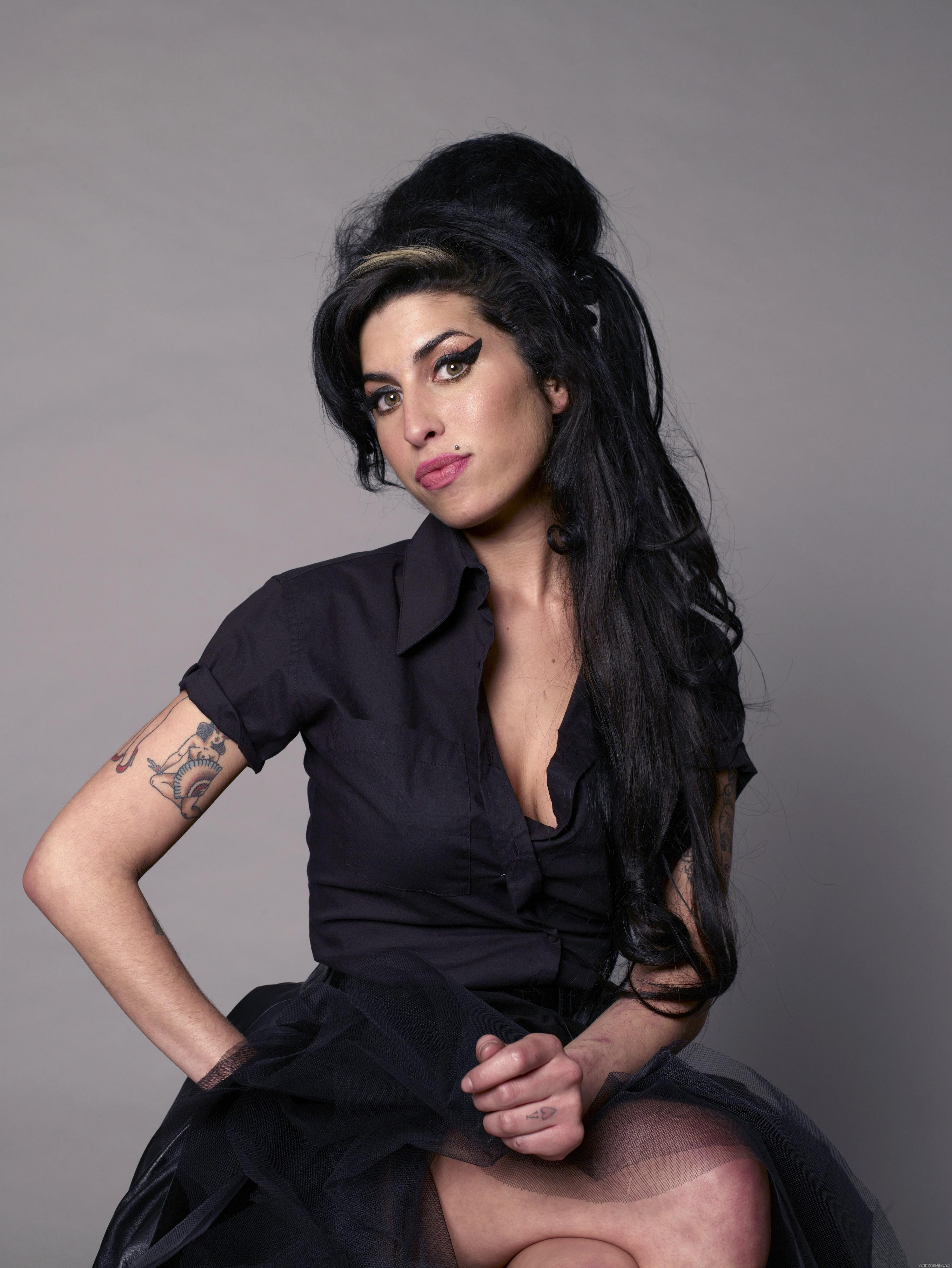 Amy winehouse tattoos amy winehouse pictures amy winehouse tattoos urmus Image collections