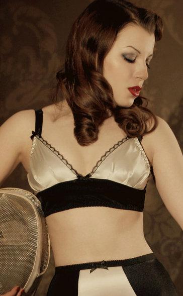 Kiss Me Deadly Delacroix silk ivory set